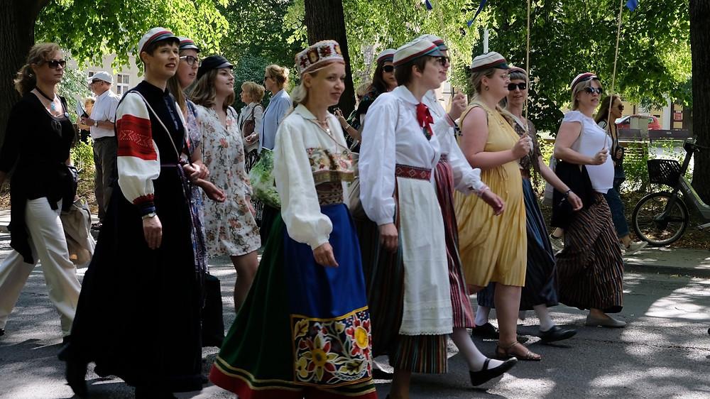 Filiae Patriae koori ridades Tartu laulupeol. FOTO president.ee