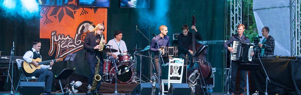Villu Veski järjekordne koostööprojekt, Veski-Kalluste Jazz'n Tango featuring Omar Massa.