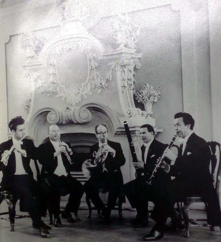 Jaan Tamme nimeline puhkpillikvintett 1960. aastatel Kadrioru lossis.  FOTO HELI ERNITSA DOKTORITÖÖST