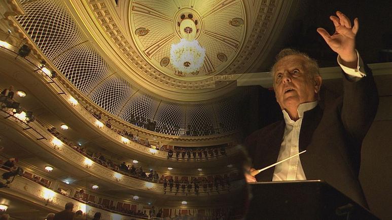 Berliini riigiooperi muusikajuht Daniel Barenboim  rõõmustab renoveerimistööde eduka lõppemise üle.
