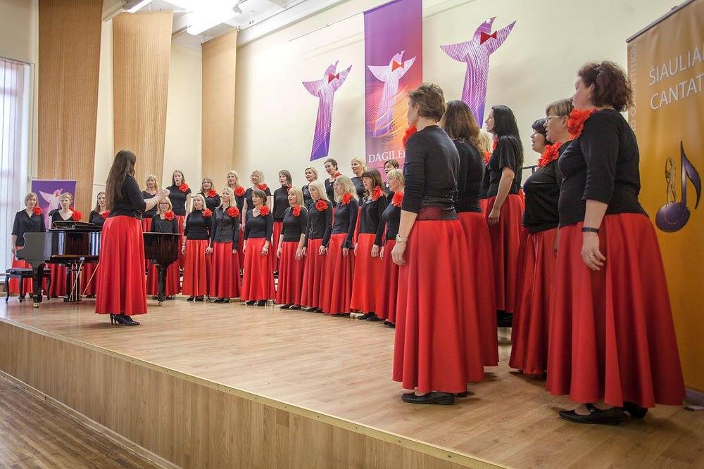 """Naiskoor Emajõe Laulikud esinemas  Leedus VII rahvusvahelisel koorikonkursil """"Šiauliai Cantat"""". Foto: facebook"""
