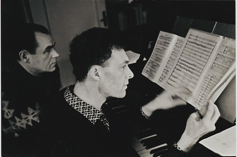 Georg Otsaga Bachi Matteuse passiooni ettevalmistustel. Selle teose ettekanne sügaval nõukogue  ajal oli midagi erakordset. FOTO ERAKOGUST