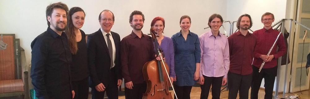 """Mustpeade majas toimunud kontserdi """"Zoom: Fedele"""" järel vasakult: dirigent Filippo Perocco, sopran Lidia Rado, helilooja Ivan Fedele ja ansambli U: liikmed"""