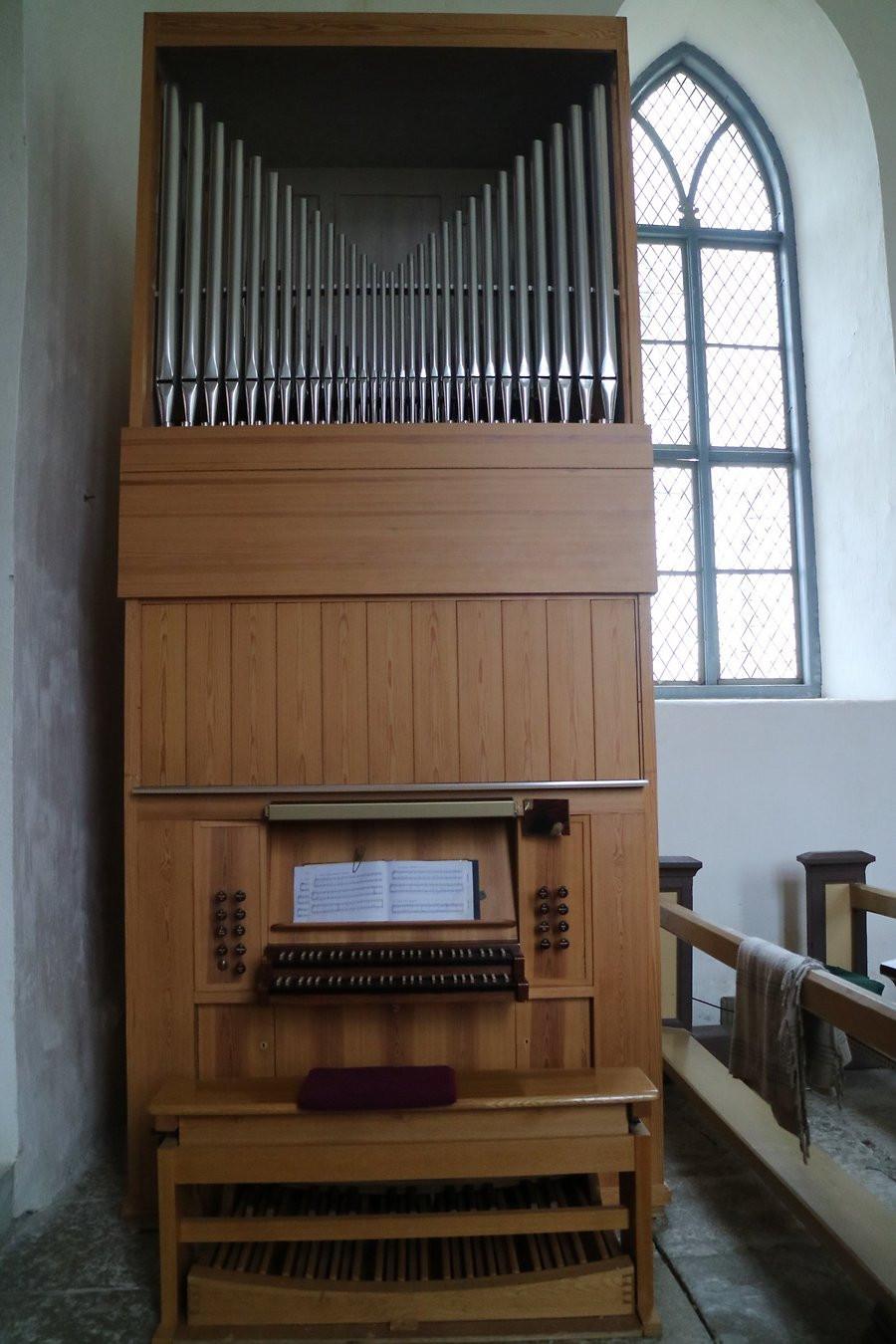 Pühalepa kiriku orel