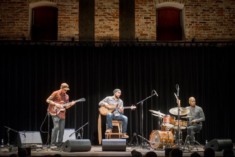 Kitarrikumiir Kurt Rosenwinkel oma trioga. FOTO RENE JAKOBSON