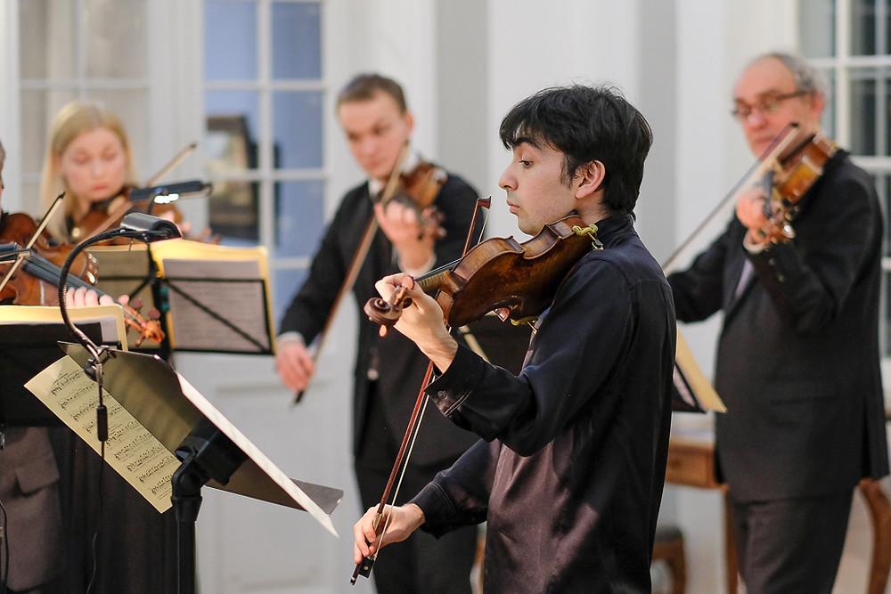 """""""Lossimuusika"""" suurejoonelise uusaastakontserdi staar oli kuulsate viiuldajate Leonid Kogani ja Jelizaveta Gilelsi lapselaps Daniel Kogan. FOTO URMAS ROOS"""