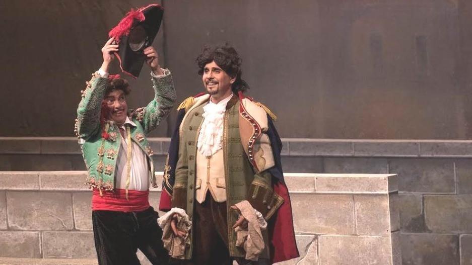 """Teatro di Milano """"Sevilla habemeajaja"""" etendus Saaremaa ooperipäevadel. FOTO PEETER KUKK"""