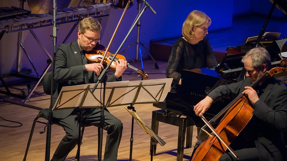 "Erkki-Sven Tüüri""Lichttürme"" kõlas EMPi lõppkontserdil triolt Harry Traksmann–Leho Karin–Marrit Gerretz-Traksmann lausa elegantselt. FOTO RAUL OLLE."