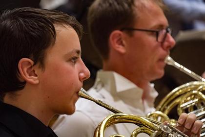 TMKK õpilane Nikita Matsuk koos Concertgebouw mängijatega.