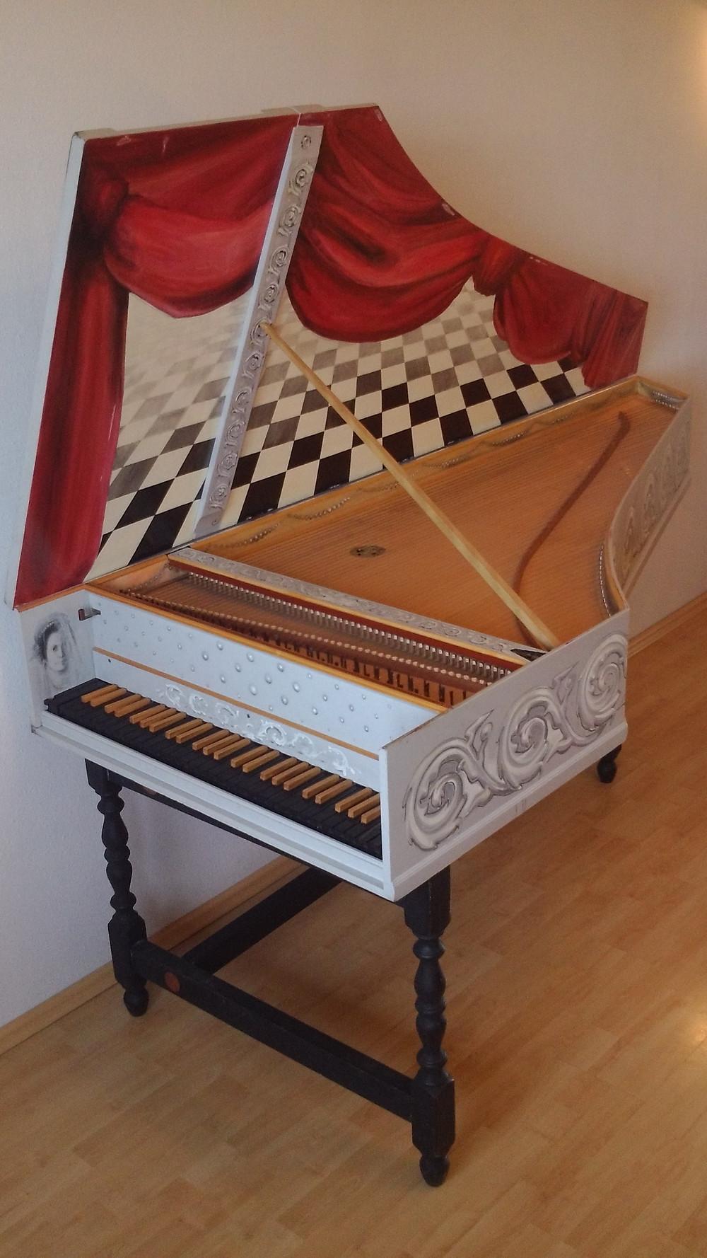 Lembit Orgsele valmistatud klavessiin (2003), pilli kujundas Kai Kaljo (2004).  FOTO LEMBIT ORGSE