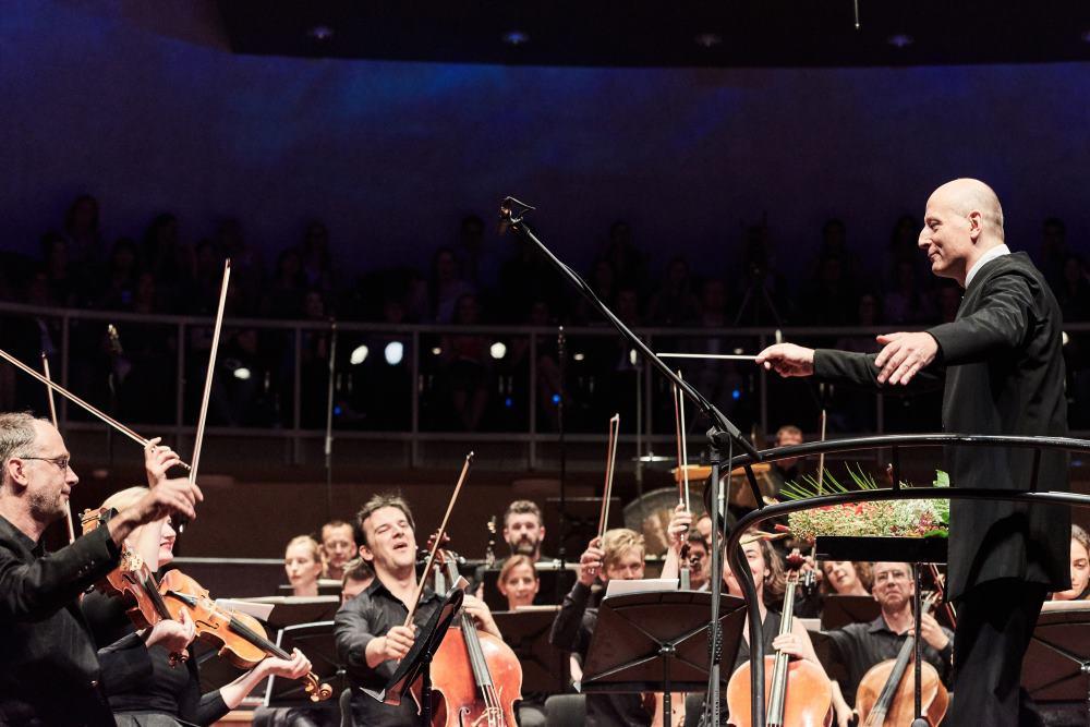 Paavo Järvi ja Eesti Festivaliorkester. FOTO KAUPO KIKKAS