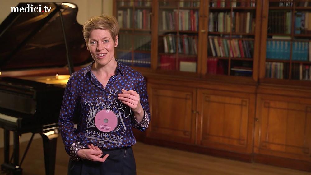 Ajakirja Gramophone'i parima  salvestuse preemia pälvinud viiuldaja Isabelle Faust. FOTO GRAMOPHONE
