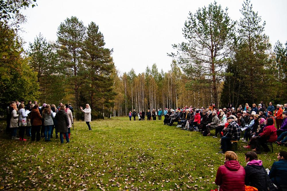 Muusikapäeva tähistamine Hüpassaares Mart Saare sünnikohas.