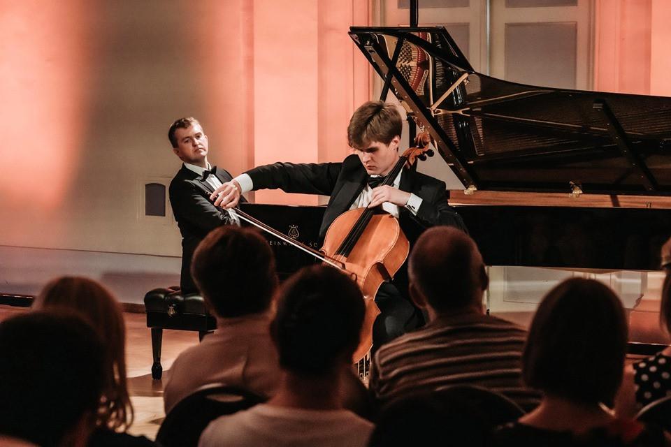 Sten Lassmann ja Valle-Rasmus Roots.  FOTO VELJO POOM.