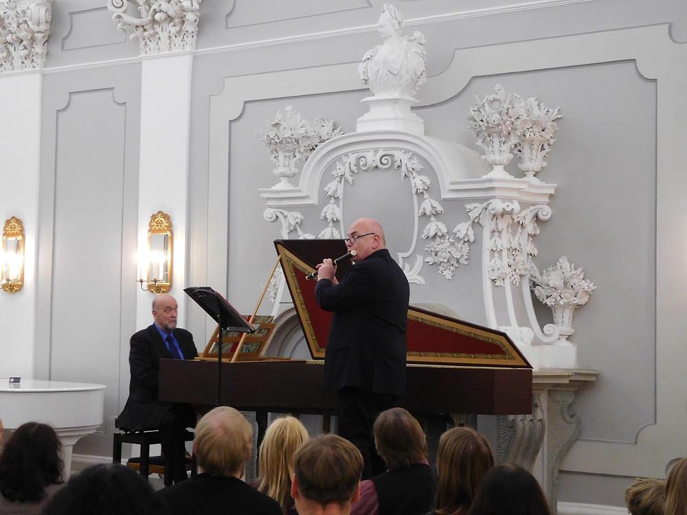 Wilbert Hazelzet barokkflöödil ja Jacques Ogg klavessiinil