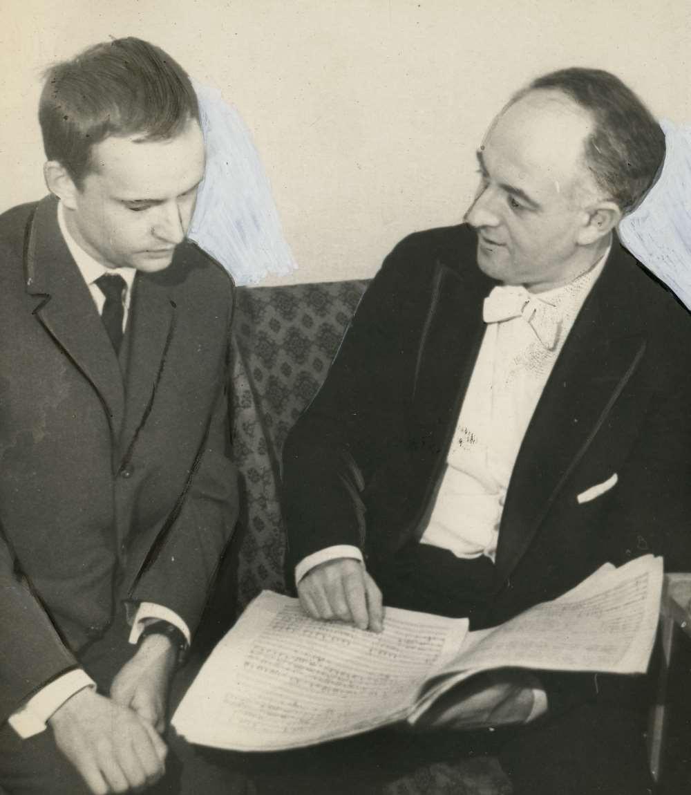 """Rudolf Baršai (paremal) võttis Jaan Räätsa """"Kontserdi kammerorkestrile"""" kohe Moskva kammerorkestri repertuaari ning juhatas seda 1962. aastal Moskvas, 1963ndal ka Leningradis. Pariisis, Londonis ja New Yorgis Carnegie Hallis. FOTO ETMMi KOGUST"""