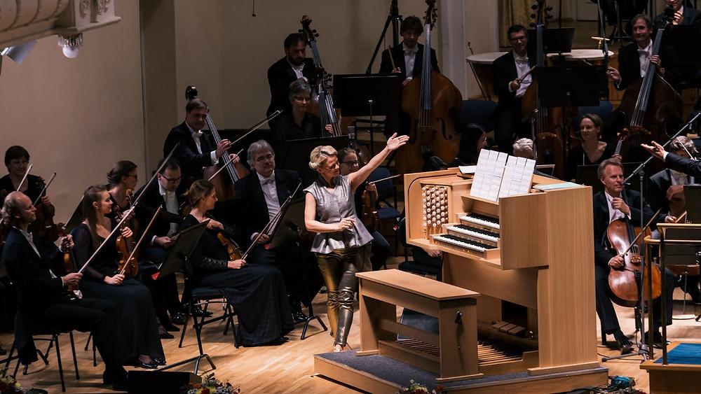 Berliini kontserdimaja sümfooniaorkester ja organist Iveta Apkalna. FOTO EESTI KONTSERT