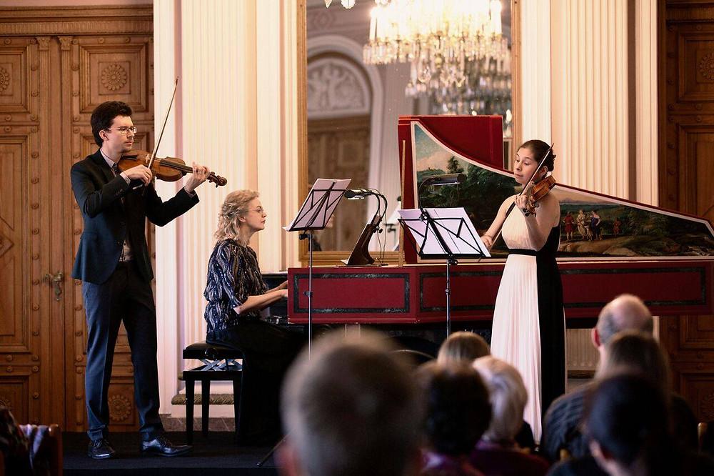 Festivali kunstiline juht Imbi Tarum koos Evgeni Sviridovi ja Anna Dmitrievaga. FOTOD KRIS MOOR