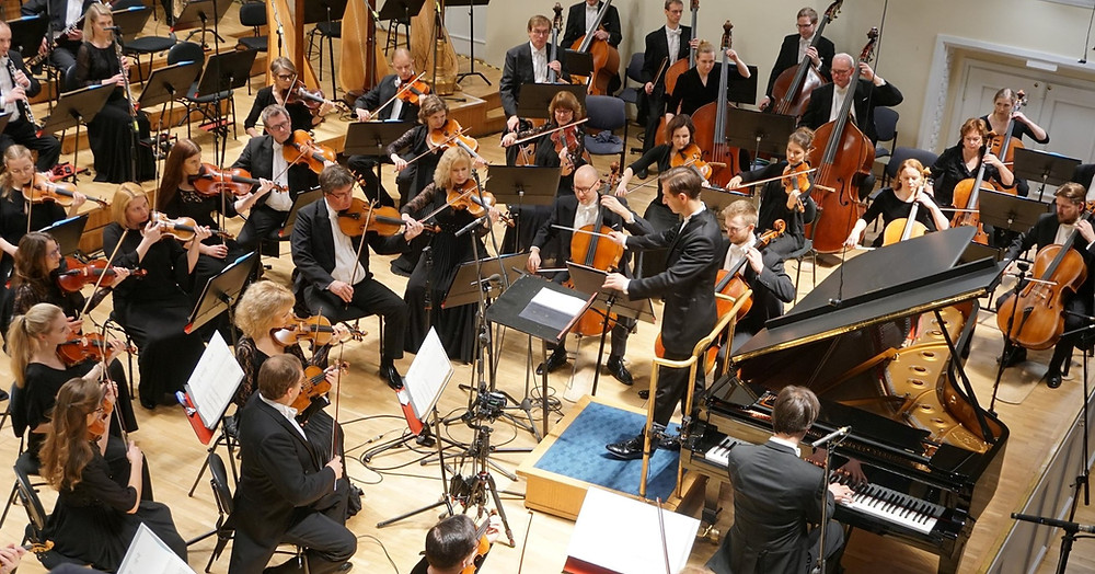 Mihkel Poll ja Mihhail Gerts esitamas Tubina kontsertiinot. FOTO ERSO