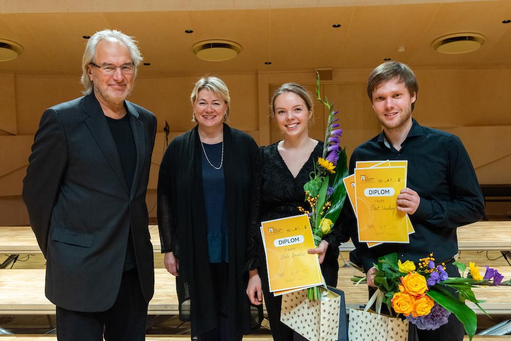 Tõnu Kaljuste, Heli Jürgenson ja nende võidukad õpilased Nele Erastus ja Pärt Uusberg.