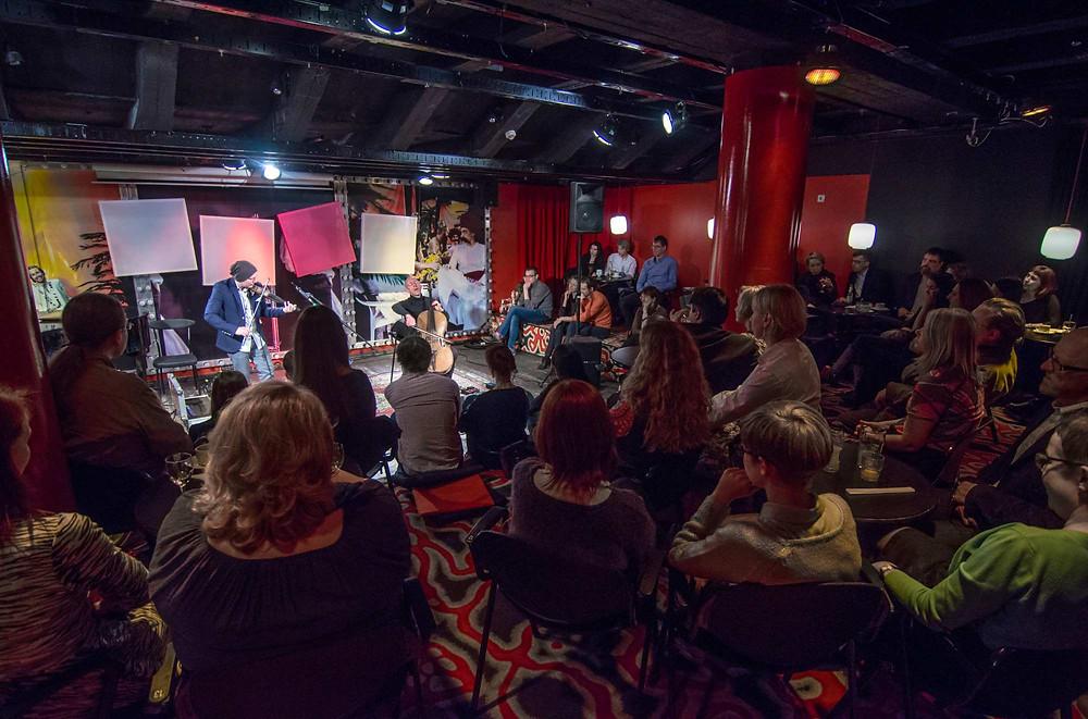 Kontsert NO99 jazziklubi esialgses asukohas, teatri keldrikorrusel. Laval Tiit Kikas ja André Mergenthaler Luksemburgist.