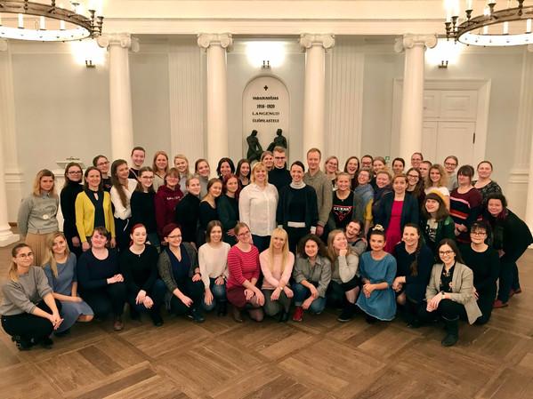 Viiekümne naise meeliülendav vägi