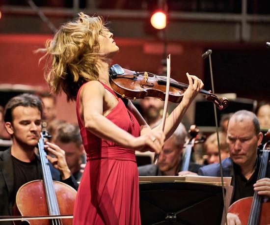 Gruusiast pärit Lisa Batiashvili näitas väga head, erksat ja elegantset viiulimängu, suurepärast fraasikujundust ning loomulikku virtuoossust.