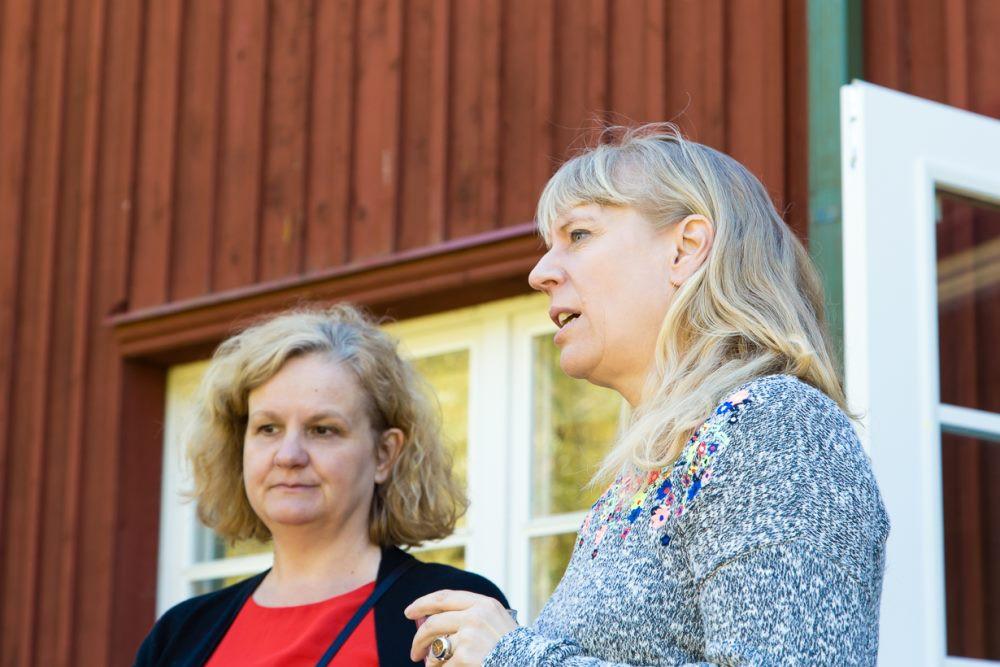 EMTA kultuurikorralduse magistriprogrammi praegune (vasakul) ja eelmine akadeemiline juht Anukka Jyrämä ja Gesa Birnkraut. FOTO JELENA VILT