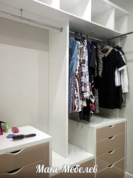 Шкаф в гардеробе