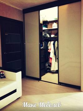 Шкаф-купе в гостиной