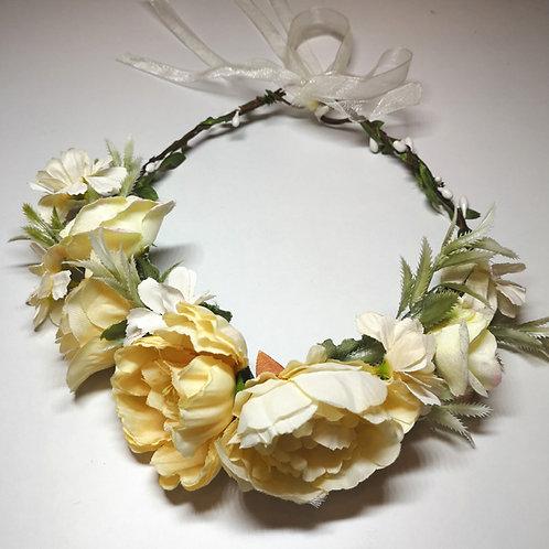 Haarkranz mit Blumen in creme