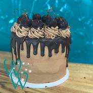 Blackforest Drip Cake