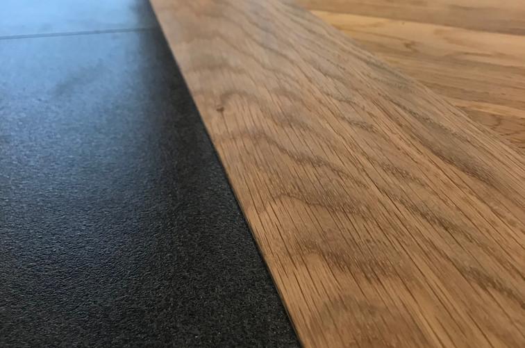 リビングと廊下の床