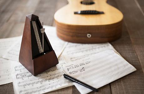 Spartito e chitarra