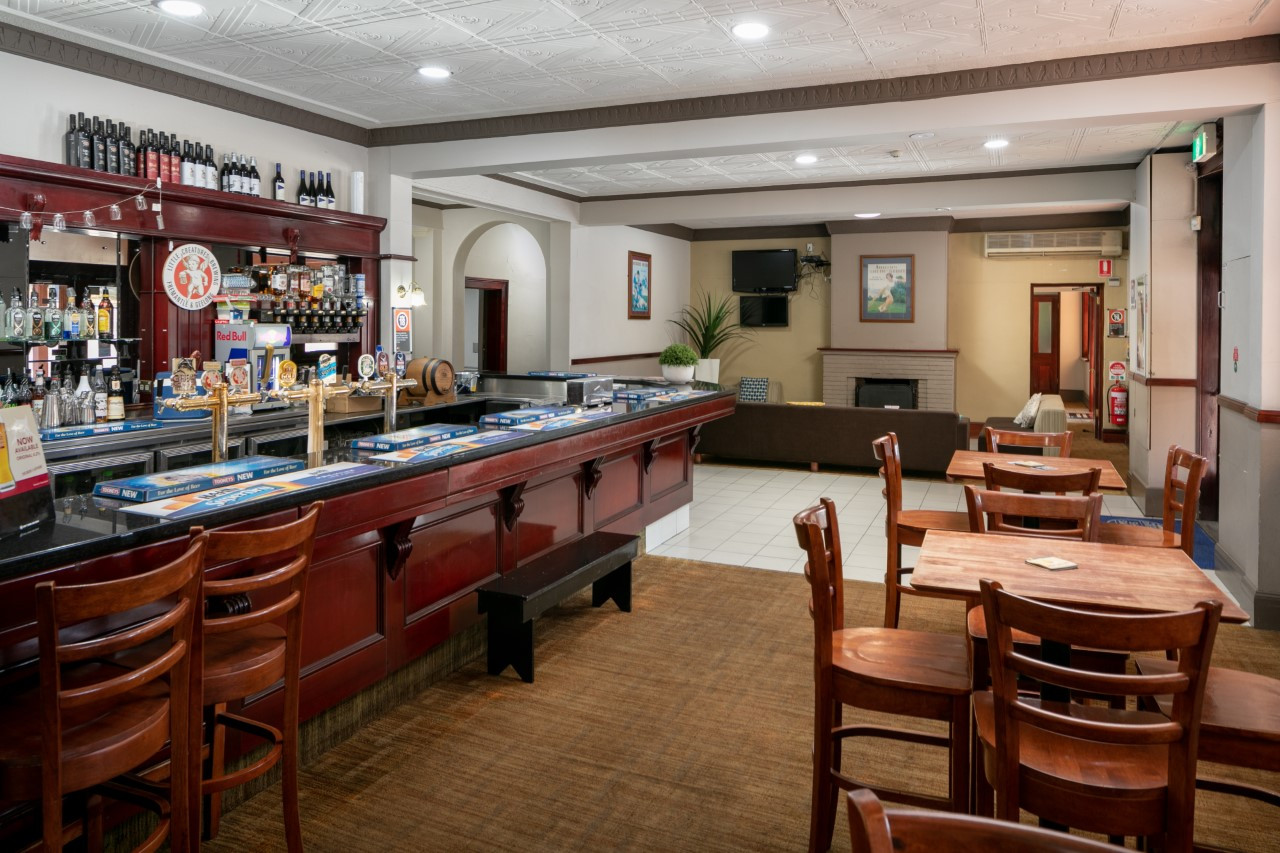 Eatons Hotel 2018 front bar