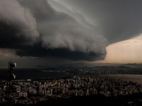 ATENÇÃO - LINHA DE TEMPESTADES DEVE AVANÇAR SOBRE O SUL DO BRASIL ENTRE ESSA QUARTA E QUINTA