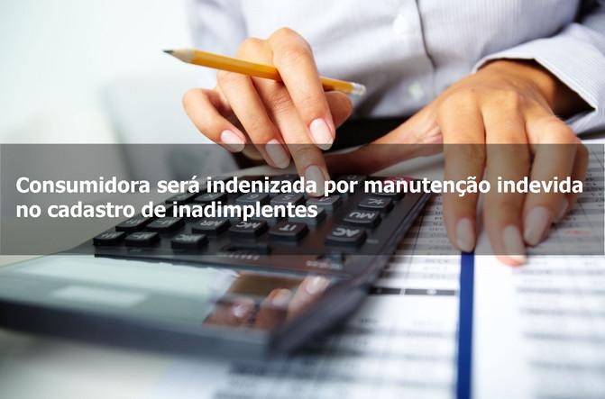 Consumidora será indenizada por manutenção indevida no cadastro de inadimplentes