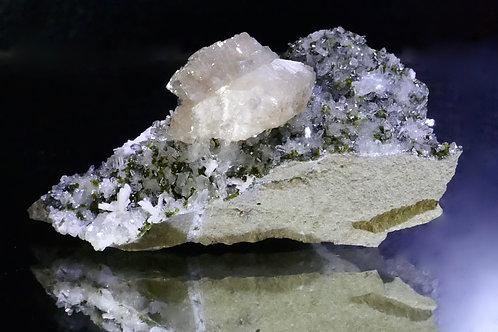 Stilbite and Epidote on Quartz