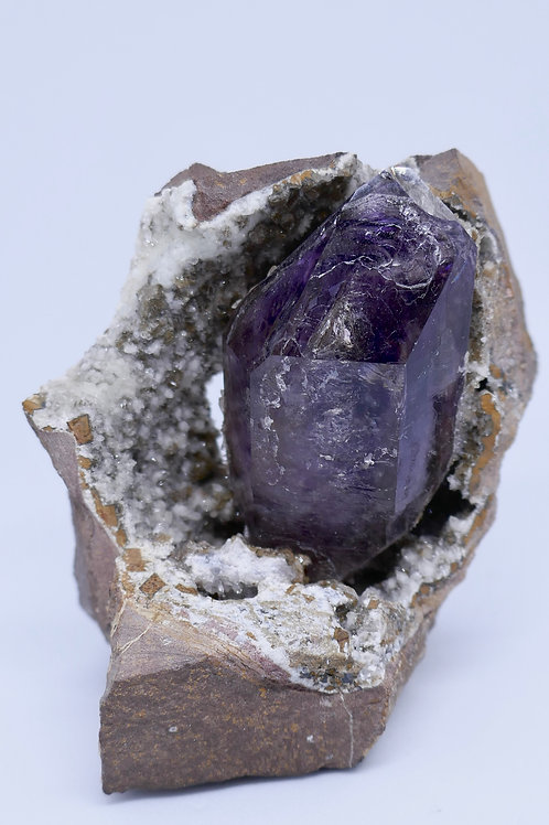 Quartz -Amethyst in partial  geode