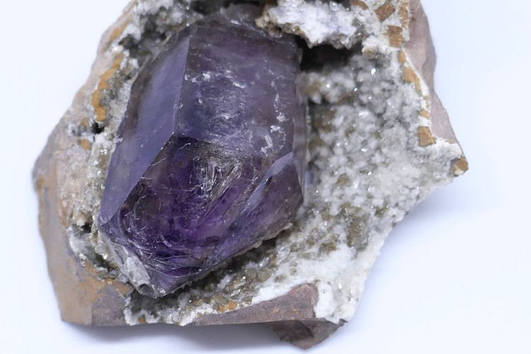 Quartz -Amethyst in partial geode