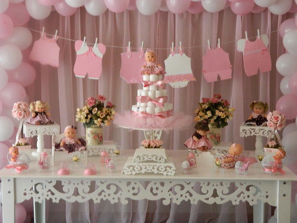 mesa do bolo com tema de aniversário em tom rosa