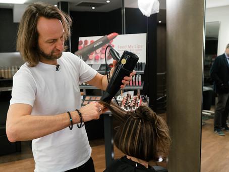 Wie wird eine Naturkrause gebändigt & glatt? Welche Pflegetricks helfen? Hier Tipps vom Haarprofi!