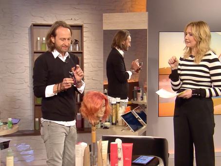 Langsam kommt der graue Haaransatz durch? Was tun? Hier gibt es DIY Tipps vom Starfriseur!