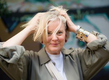 Therese (56) möchte sich komplett Neuerfindung.Der Trimmer wird angesetzt & Spanx Body olé. New Look