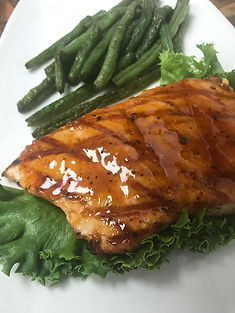 GRILLED BARBECUE SALMON W/GREEN BEANS