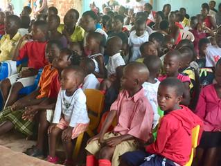 Gudstjenester med sang, dans og afrikanske rytmer...