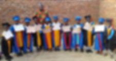 Barn med diplomer og biskop James.jpg