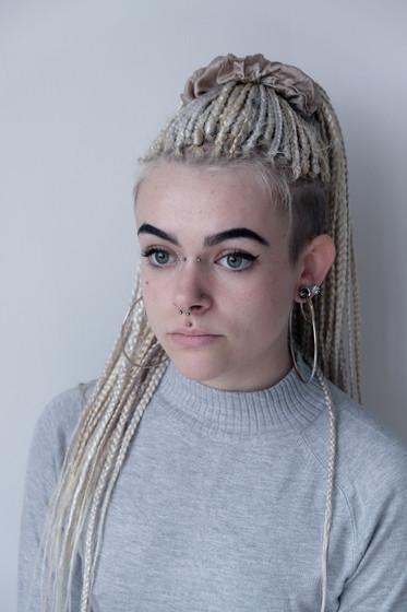 Chloe, 21.  Body Piercer.  From Haverfordwest, Wales.  Chloe, 21.  Tyllwr Corff.  O Hwlffordd, Cymru.