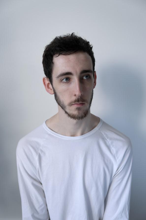 Dylan, 23.  Civil Servant. From Bristol, England.  Dylan, 23. Gwas Sifil. O Fryste, Lloegr.