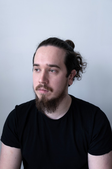 Zack, 24. Photographer, aspiring Lecturer. From Stratford Upon Avon, England.  Zack, 24. Ffotograffydd, yn dyheu i fod yn ddarlithydd. O Stratford Upon Avon, Lloegr.